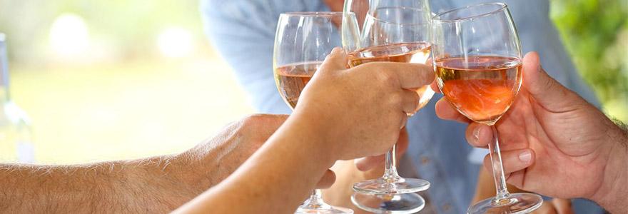 Amateur de vin rosé